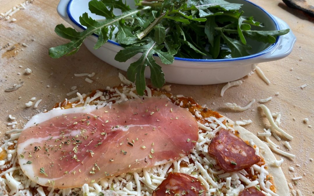 Ruccola på pizzaen – og pizzaoppskrift